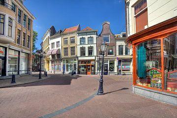 Straat in Gouda van Jan Kranendonk