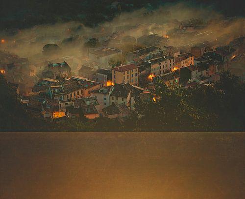 Frans dorp in de ochtendnevel