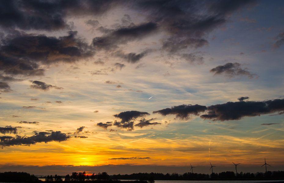 November sky van Brian Morgan