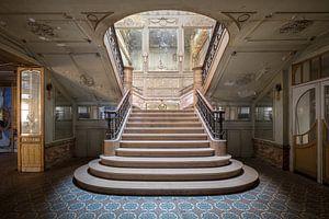 schöne verlassene Treppe