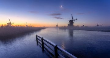 Zonsopgang bij de molens in Kinderdijk van Rene Siebring