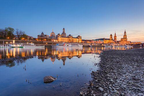 In the evening in Dresden on the Elbe van