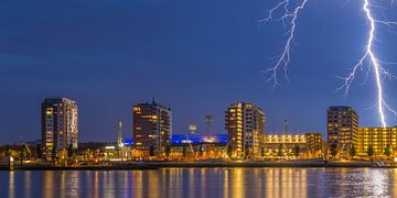 Feyenoord Rotterdam stadium with a big lightening strike (1) sur Tux Photography