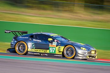 Aston Martin Racing  Aston Martin Vantage V8 race auto van