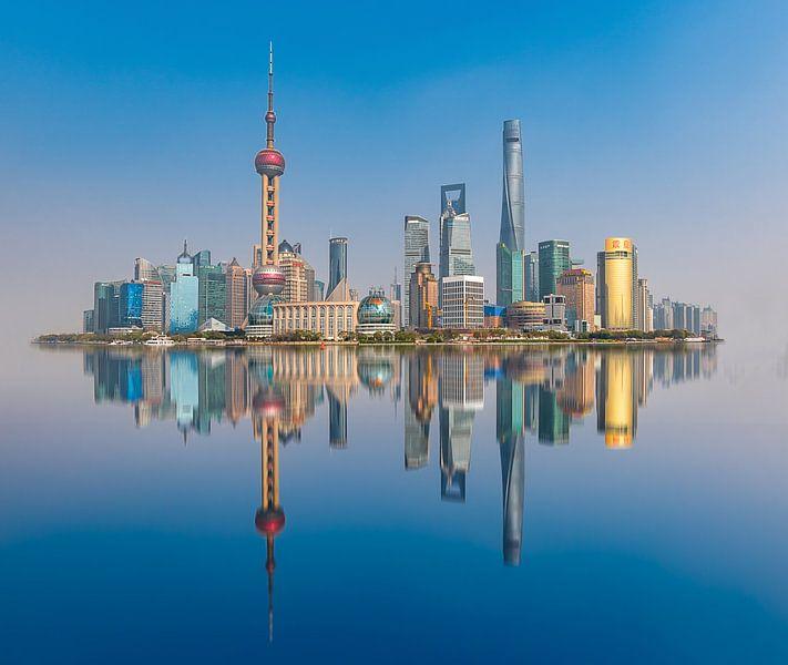 Shanghai Skyline met daglicht van Remco Piet