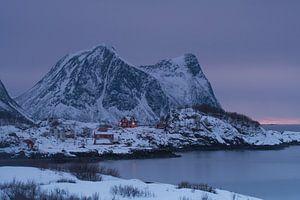 Hutjes in Hamn op het eiland Senja van