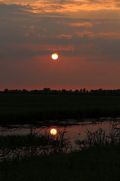 Zonsondergang in Friesland van Fotografie Sybrandy