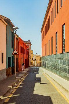 straatje in Palafrugell, Spanje van george vogelaar
