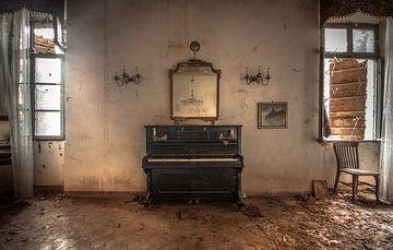 Altes Klavier von Olivier Van Cauwelaert