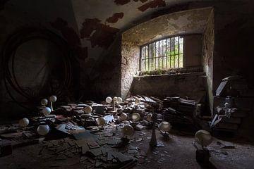 L'obscurité dans la cave. sur Roman Robroek