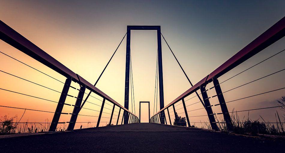 Zonsondergang fietsbrug Blauwestad van Martijn van Dellen