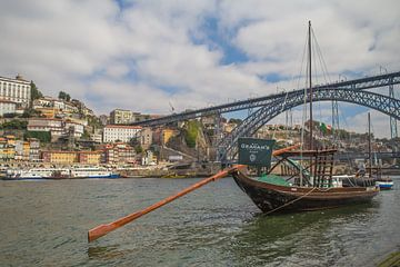 Porto - een boot aan de Douro van Omri Raviv