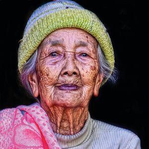 Oude vrouw op Bali