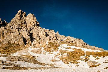 Rotsen met sneeuw. von MICHEL WETTSTEIN