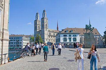 Zürich - Münsterbrücke en Grossmünster kerk van t.ART