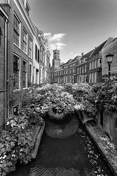 De Kromme Nieuwegracht in Utrecht met Ottone in zwartwit von De Utrechtse Grachten