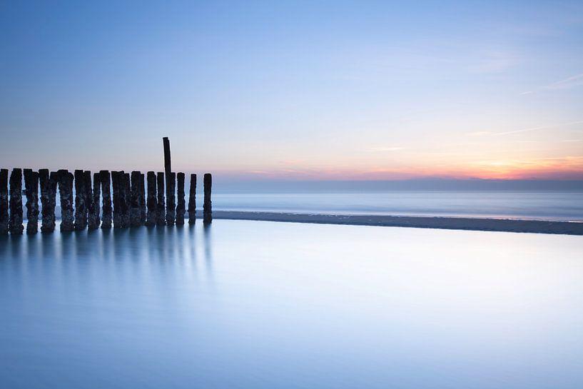 Verlaten strand von Ton Drijfhamer