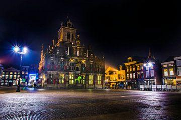 Hôtel de ville de Delft dans la nuit sur Ricardo Bouman