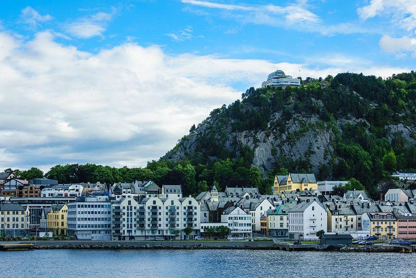 View to Alesund in Norway van Rico Ködder
