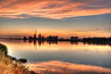Sundown in Antwerp harbor sur m 0nt2