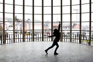 Tanzen im Gebäude Piscine du Mosq
