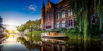 Zonsondergang bij het 'Hoge der A' in Groningen van Stad in beeld