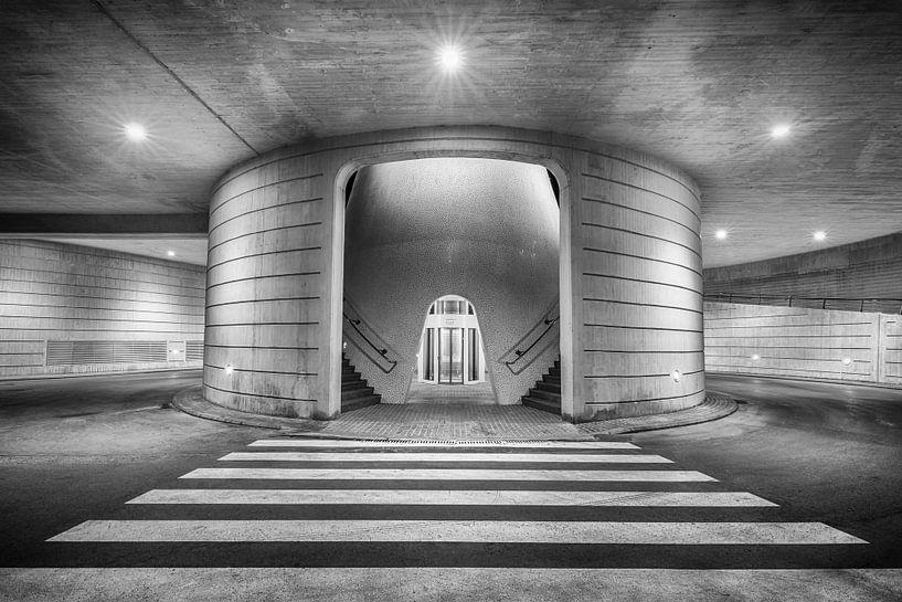 Black & White parking Parkeergarage bij Ciudad de las Artes y de las Ciencias in Valencia van Silvia Thiel