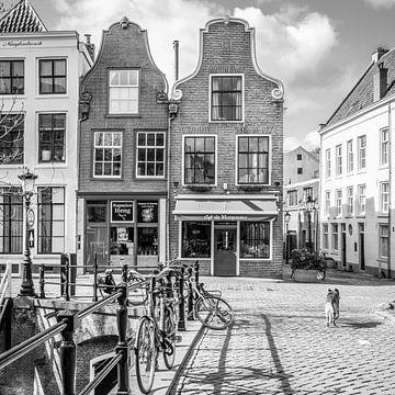 Stadsgezicht in zwartwit in Utrecht aan de Oudegracht sur Petra Cremers