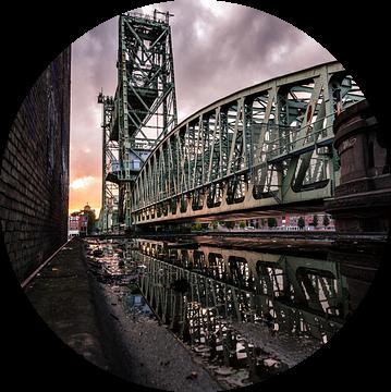 De Hef tijdens zonsondergang (Koningshavenbrug) van Prachtig Rotterdam