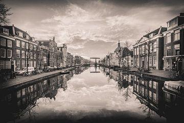 Leiden ochtend, zwartwit sur Jordy Kortekaas