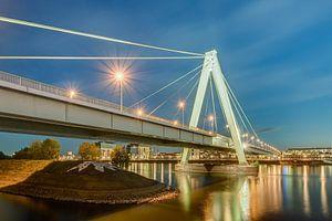 Severinsbrücke à Cologne le soir