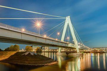 Severinsbrücke à Cologne le soir sur Michael Valjak