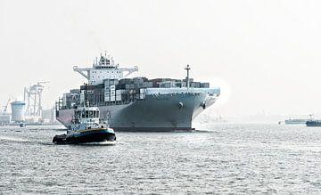 Containerschip op weg van Rotterdam naar Zee van Anouschka Hendriks