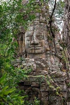Buddha-Statue im Dschungel von Richard van der Woude