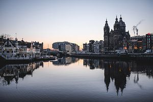 Amsterdam at sunrise van Alexander Tromp