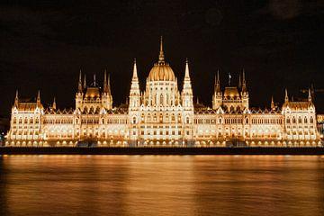 Hongaars parlement in Boedapest 's nachts van Noé Pierre