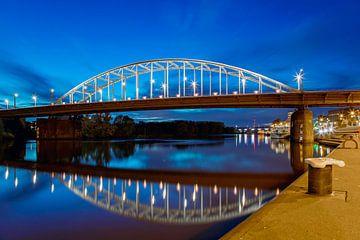 Arnhem, John Frostbrug nachtfoto van Anton de Zeeuw