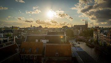 Luchtfoto van Amsterdam tijdens zonsondergang van Bart Ros