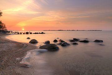 Zonsondergang boven IJsselmeer van FotoBob