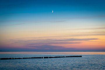 La lune et la mer Baltique sur Martin Wasilewski