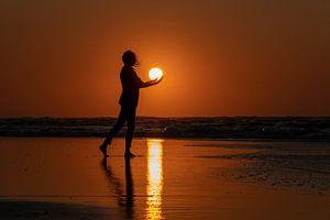 Silhouet van een vrouw in de zon van Wad of Wonders