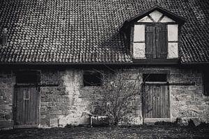 oude boerenschuur in zwart wit