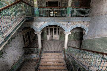 Escalier dans les planchers sur