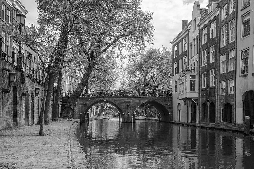 Brug over gracht Utrecht (Gaardbrug) van Ramona Stravers