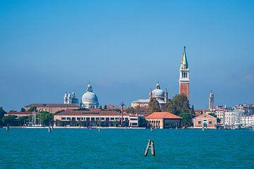 Gezicht op het eiland San Giorgio Maggiore in Venetië, Italië van Rico Ködder