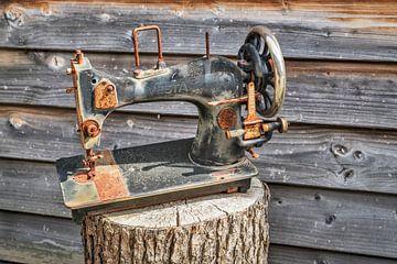 Old sewing machine van Gunter Kirsch