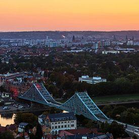 Dresden Skyline mit Loschwitzer Brücke im Sonnenuntergang von Frank Herrmann