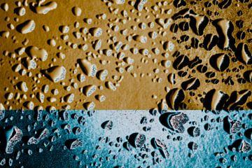 Waterdruppels op glas abstract van . Groningenart