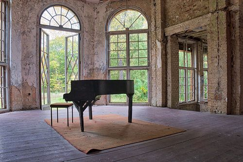The Old Piano van
