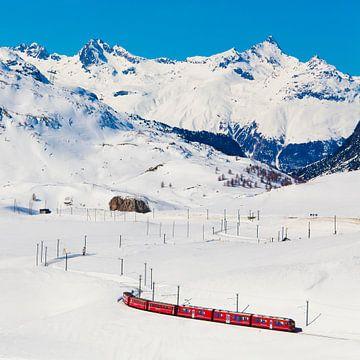 Bernina Express au col de la Bernina en Suisse sur Werner Dieterich
